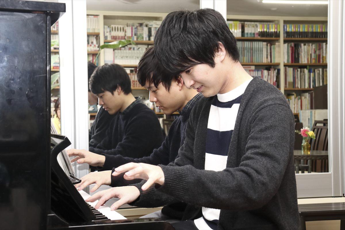 ピアノ連弾&アルトサックス 図書室カフェITOH