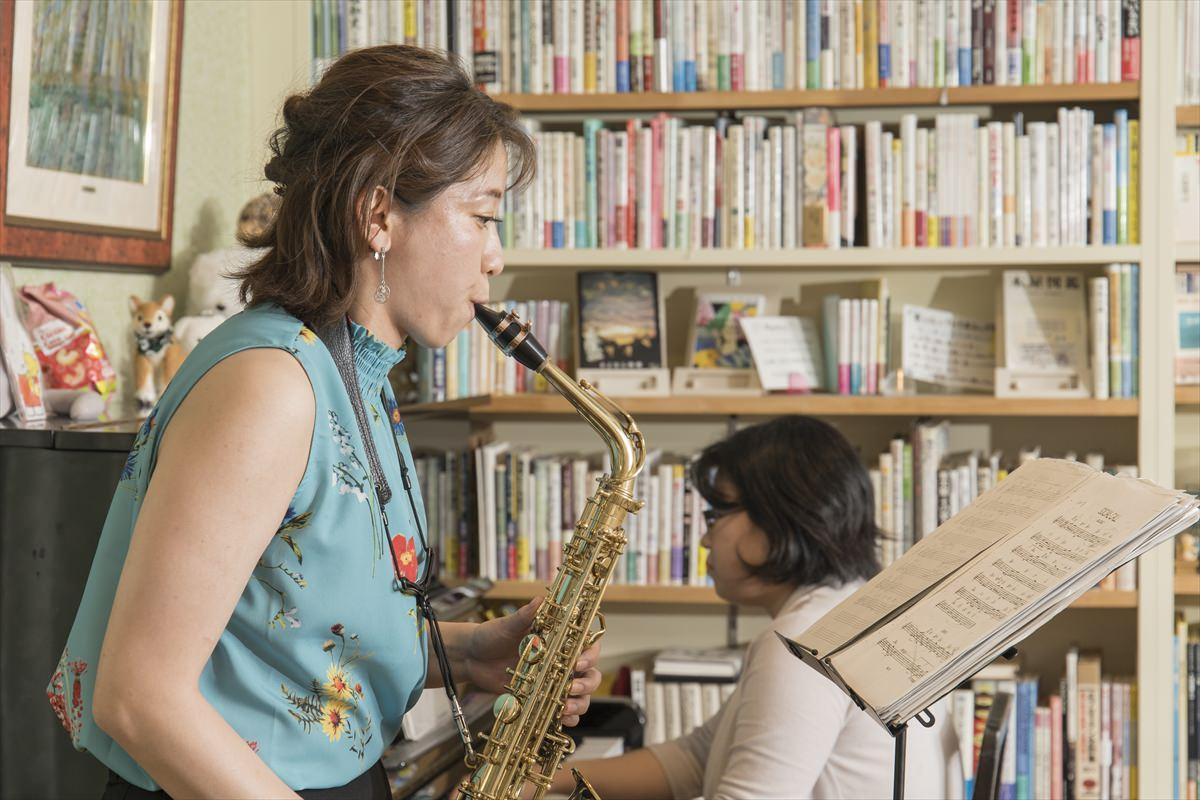 ピアノ&アルトサックス 図書室カフェITOH by α7III